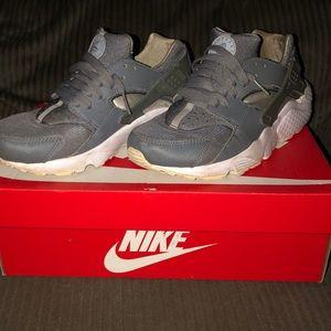 Nike Huarache run. Size 6y
